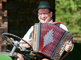 Schon bald können Sie Ihre steirische Harmonika in Händen halten.