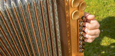 Wir fertigen Ihre individuelle steirische Harmonika ganz nach Ihren Wünschen!
